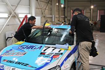 トヨタ 86レーシングカー 施工中