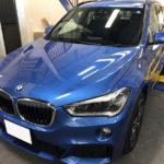 カーフィルム、BMW X1 リア全面(IRグリーン15%)遮熱フィルム施工で入庫。