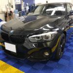 カーフィルム、BMW 118d リア全面(10%)遮熱フィルム施工で入庫。