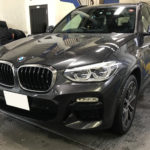 カーフィルム、BMW  X3 リア全面+サンルーフ 遮熱フィルム施工で入庫。