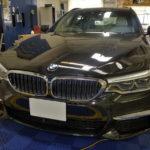 カーフィルム、BMW 5シリーズワゴン リア全面(IRグリーン35%)遮熱フィルム施工で入庫。