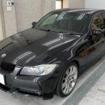 カーフィルム、BMW   3シリーズ リア全面スモークフィルム貼替え施工で入庫。